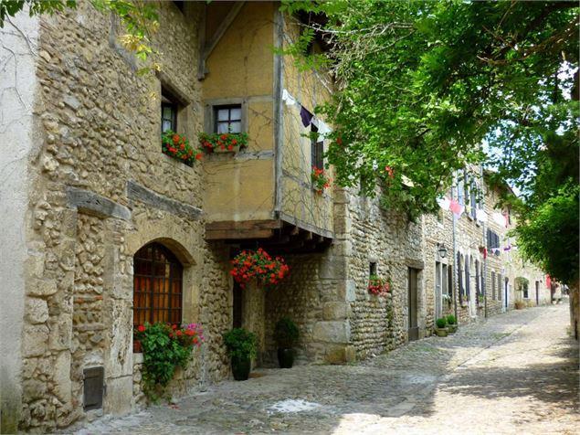 Visite de la cité médiévale de Pérouges avec VTC Lyon