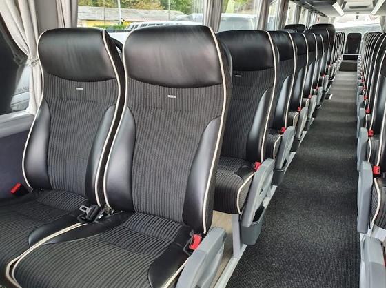 Vtc lyon interieur bus 53 places